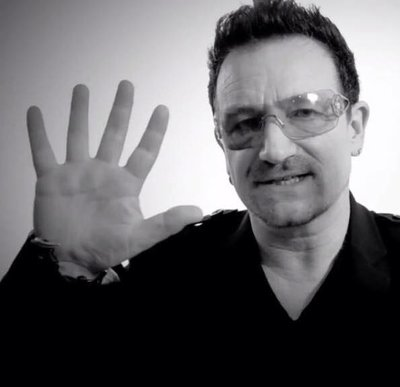 Støttar: Bono er artist og frontfigur i U2. No støttar han prosjektet til Lene Tollefsen Rodegård og Midlands Children Hope Project i Zimbabwe.