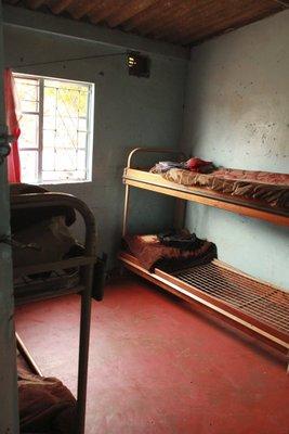 Boys orphanage - ett av 3 soverom (det bor 20 gutter i alder 4-18 her)