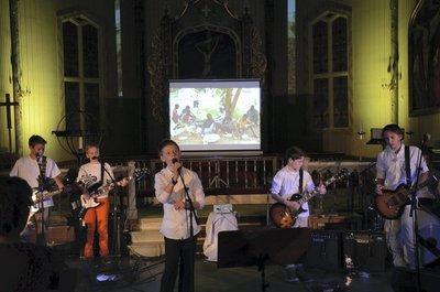 Sjarmerte publikum: Bandet «Tiende etasje» med sjuandeklassingar frå Nes barneskole imponerte publikum kraftig.