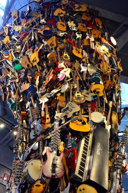large_Guitar_Statue.jpg