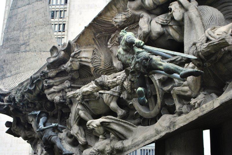 large_monument_medellin.jpg