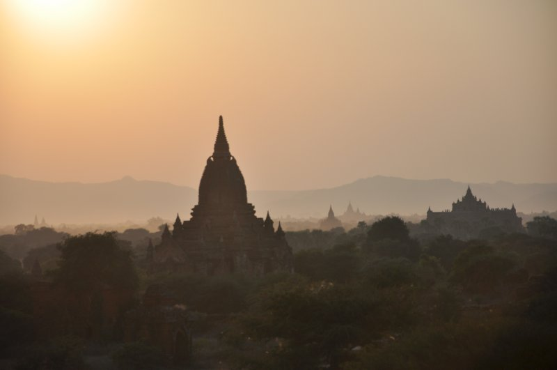Sunset over Bagan temples II
