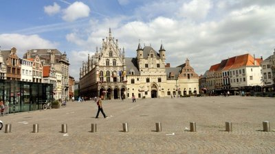 Grote Markt on a Typical Day
