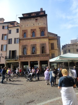 Mantova_Plaza.jpg