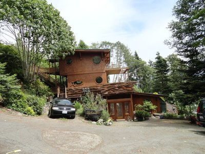 Unusual and Highend Homes Along the Bay
