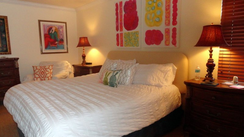 Room at DeDe's ABnB