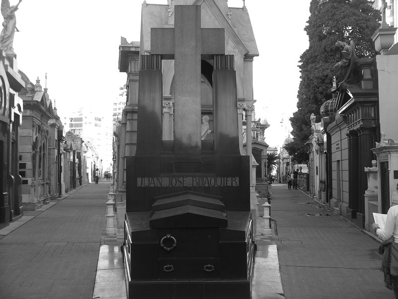 Which way to go in the Recoleta