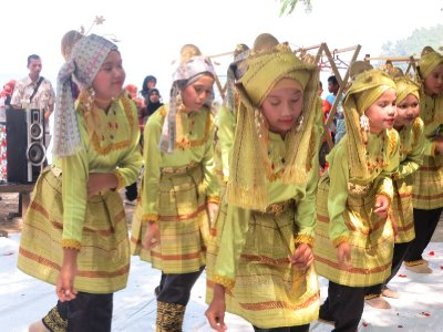 Dancing girls on Sabang