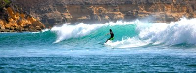 Lukin surfing Lombok