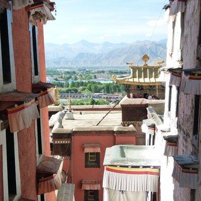Shigatse from Ta shi lhun po Monastery