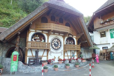 Large Cuckoo clock, Black Forest