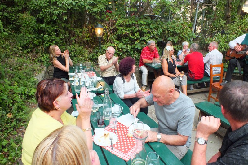 outdoor dinner at the vineyard