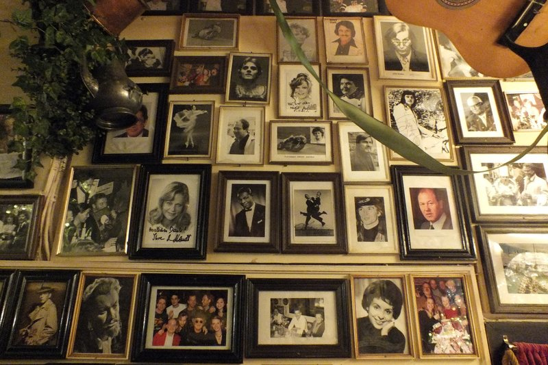 celebrity photos at restaurant