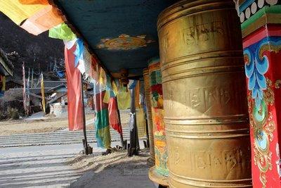 tibetan in jiuzhaigou