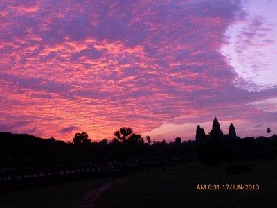 Colourful sky at Angkor Wat but no sunrise 170613