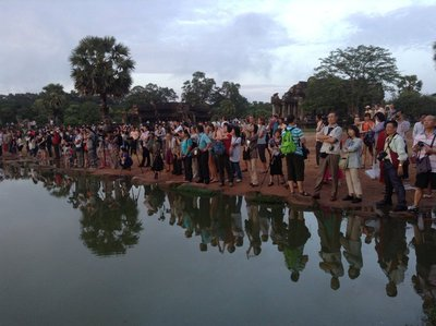 Hundreds of tourists were disappointed for no sunrise at Angkor Wat. 170613