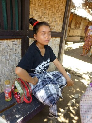 17 year old Sasak girl, pregnant and married by 'curi' system.