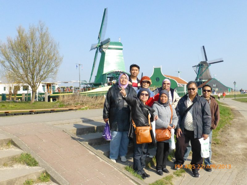 Part of the group members at Zaanse Schans village, 220413