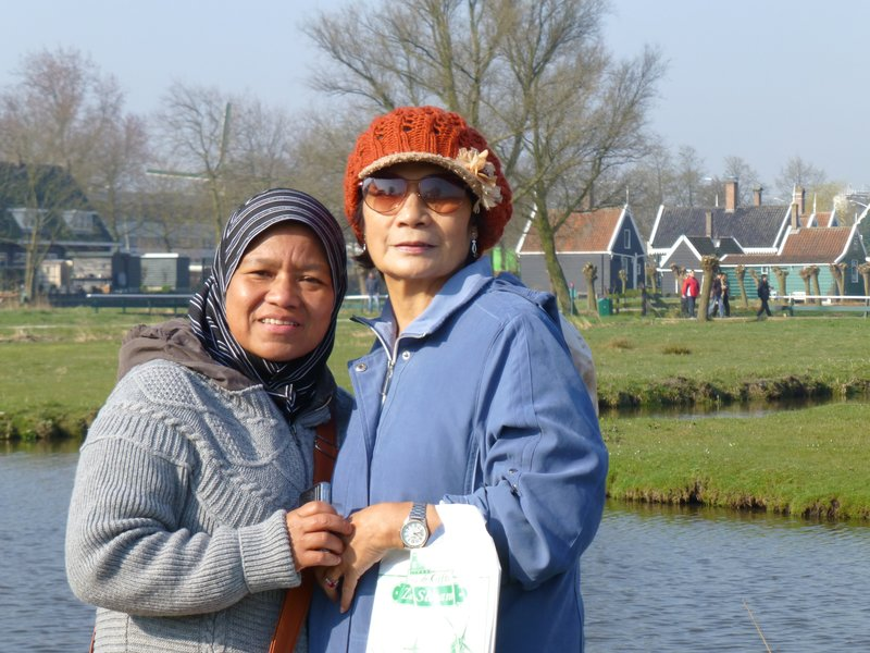 With room-mate Shima at Zaanse Schans village 220413