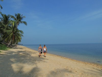 Tam and Sarah off exploring Bangpor Beach, Ko Samui