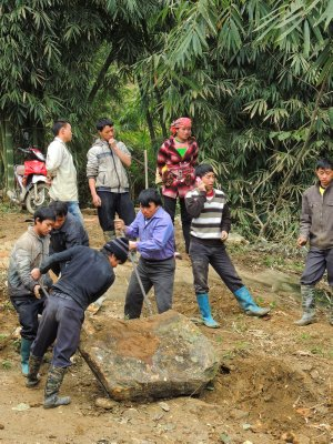 Our 14km hike near Sapa - Tavan village - bashing rocks