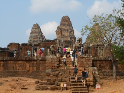 The crowds at East Mebon temple
