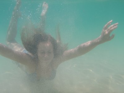 Tam fooling around under water
