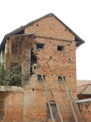 Quake hit building
