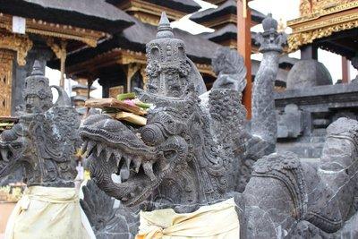 Statueat Besakih