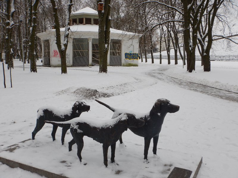 Dog statue in the snow