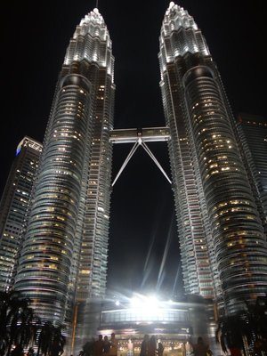 Petronas_Towers_at_Night.jpg