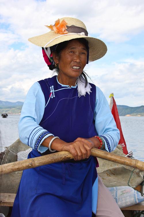 Rowing Erhai