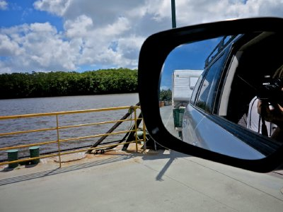 Daintree_ferry_crossing.jpg