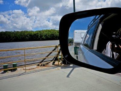Daintree_ferry_crossing.jpg