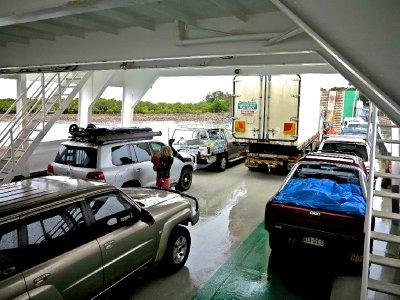Fraser_Island_ferry_2.jpg