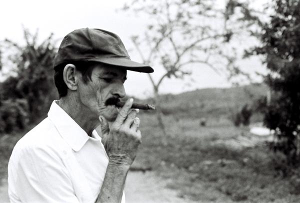 Guillermo con tabaco cubano