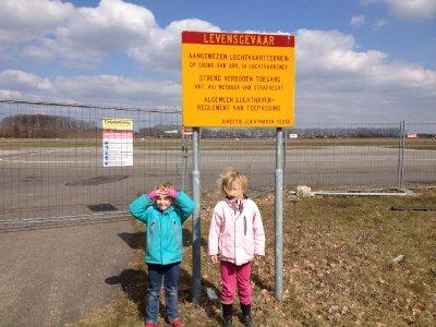 Susanne en Melissa bij Teuge Airport