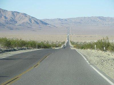 Straße durch die Mojave Wüste