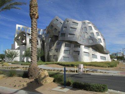 Modernes Gebäude im Regierungsviertel der Stadt