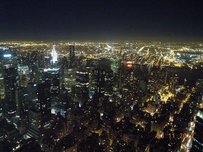 Blick auf NYC mit Chrysler Tower vom Empire State Building aus