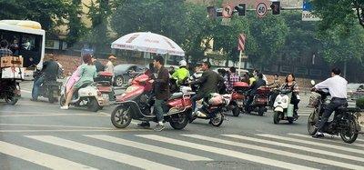 Busy street in Chengdu near Tibet Hotel