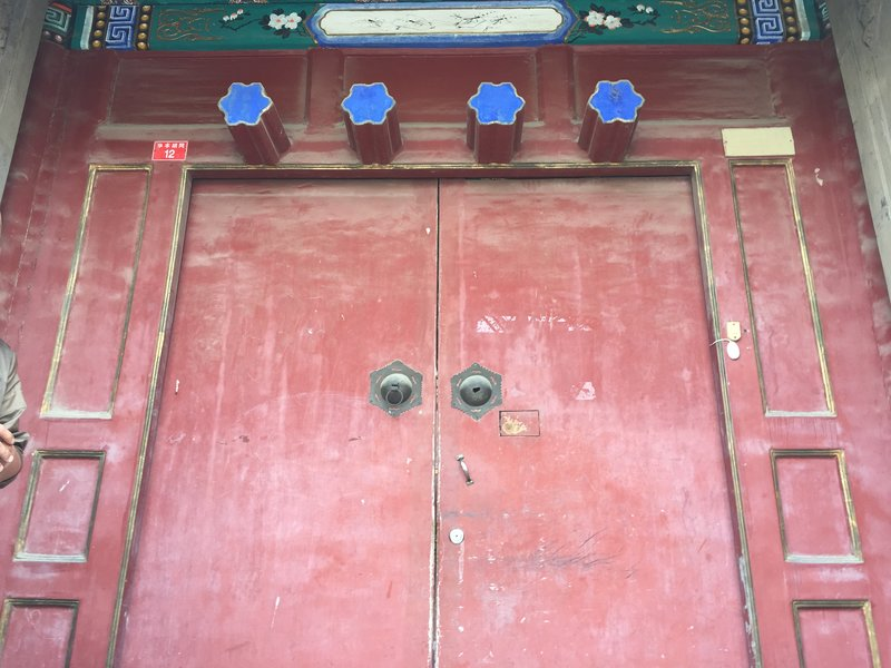 4 stars above Hutong doorway significant resident in olden times