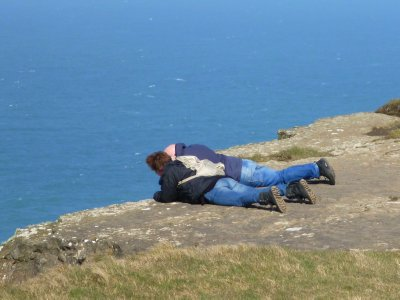 Cliffs of Moher: Tourists gazing over the edge