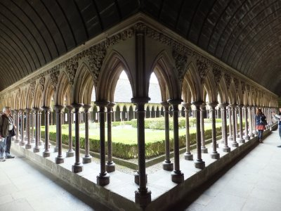 Mont Saint Michel: cloister