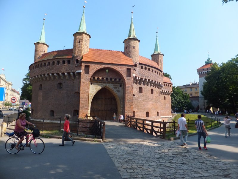 Krakow Barbican: Fortress Protecting the Florian Gate