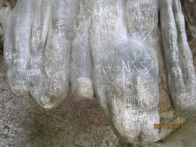 Cave_carvings.jpg