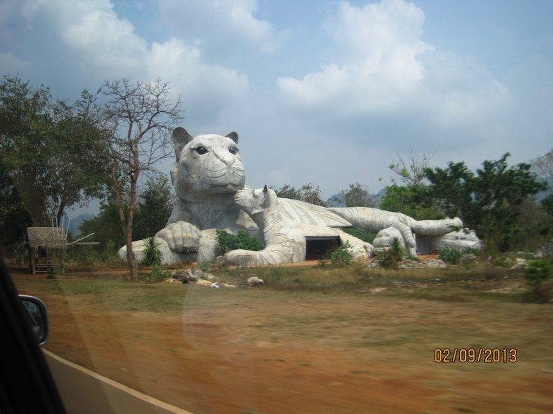 large_Tiger_Temple_statue.jpg