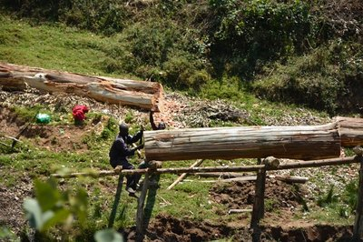 Men at work, Rwanda