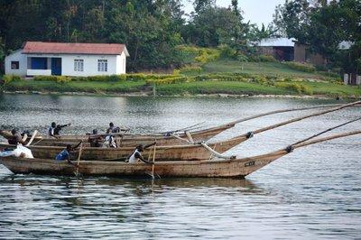 3-in-1 visserboot op Lake Kivu