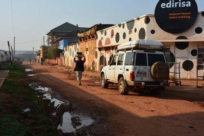 Kabale, straatbeeld, met onze lodge op de achtergrond